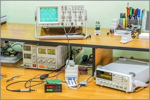 Test system with four movable probes
